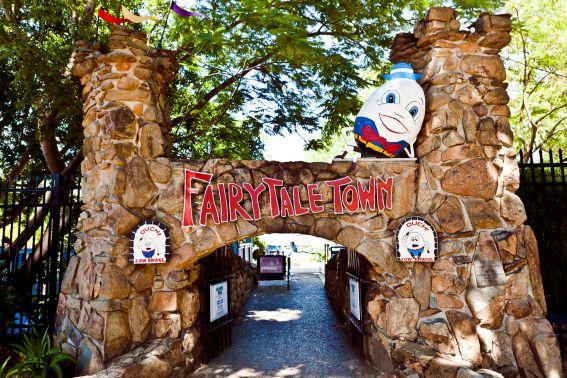 Fairytale-Town Humpty-Dumpty's Bridge (1)