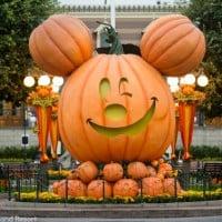Mickey Pumpkin Main Street 9_13_DL_00725CA