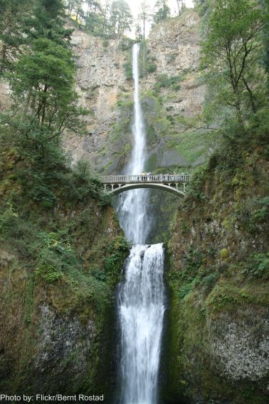Multnomah Falls in Oregon Photo by Flickr/Bernt Rostad