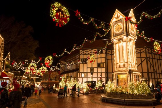 Top 10 things for families to do in Virginia: Busch Gardens Christmas Town (567x378)