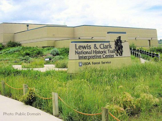 800px-Lewis_and_Clark_National_Historic_Trail_Interpretative_Center_-_Great_Falls_Montana
